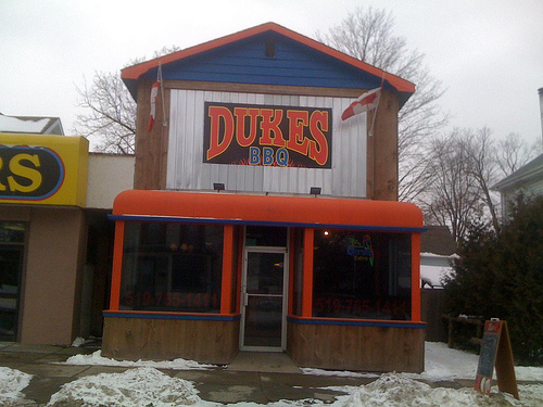 Dukes BBQ Outside